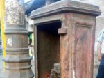 gas-pillars-and-fire-alarms-in-old-mumba-featuredi