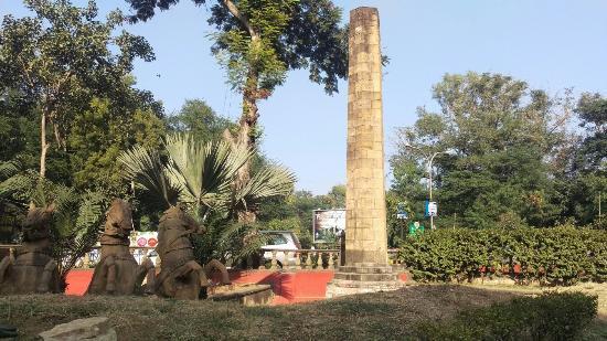 p-560-Nagpur-Zero-Mile-Stone-550