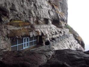 Naneghat-Satvahan-caves-300