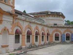 nagpur-central-museum-building